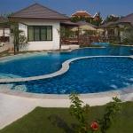 2011-pool-2-bungalow-wing-lr