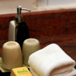hotelroombathroom2
