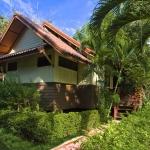 2010-bungalow-exterior-1-lr
