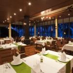 2010-restaurant-2-lr