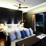 re_ocean-front-villa-bedroom
