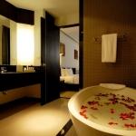 redeluxe-oasis-lanai-bathroom