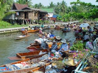 Tha Kha Plovoucí trhy & Ampawa