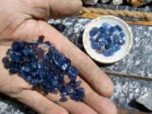 Saphire Mines a místní život
